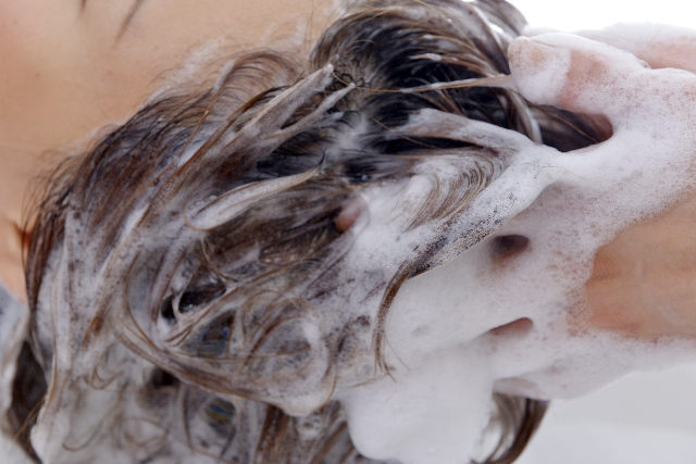 男性の頭皮ニキビを悪化させない、4つの洗い方