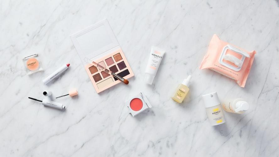 化粧水によっては皮脂や角質と混ざって酸化したものが角栓になっていきます。